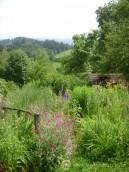 Pohled do zahrady Wernera Gameritha na úpatí Alp.